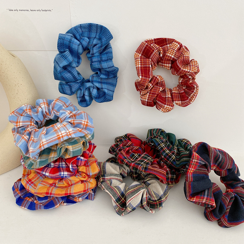 THE MOODSS Maeve Scrunchie-1